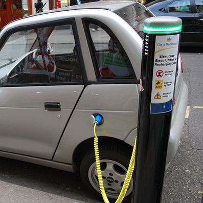 Electric_car_charging crop